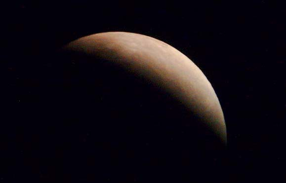 Zatmění měsíce dne 9. 11. 2003 - foto Astrapix 430 + Newton 1000 / 200 mm.